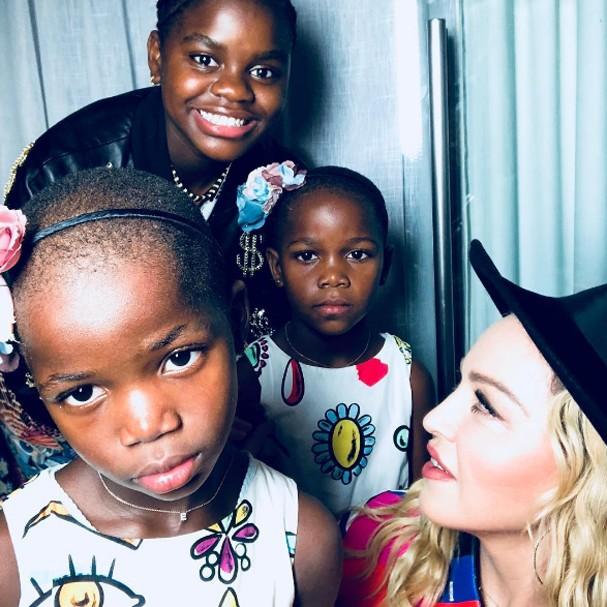 Madonna com as filhas (Foto: Instagram/Reprodução)