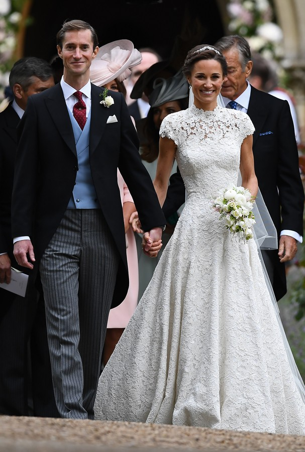 ENGLEFIELD GREEN, ENGLAND - MAY 20: Pippa Middleton and her new husband James Matthews leave church following their wedding ceremony at St Mark's Church as the bridesmaids and pageboys walk ahead on May 20, 2017 in Englefield Green, England. (Photo by Ju (Foto: Getty Images)