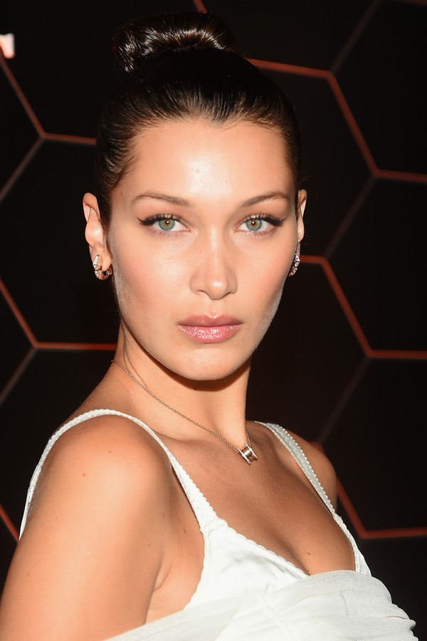 """BROOKLYN, NY - SEPTEMBER 06: Bella Hadid attends the Bulgari launch of new fragrance """"Goldea, The Roman Night"""" on September 6, 2017 in the Brooklyn borough of New York City. (Photo by Ben Gabbe/Getty Images for Bulgari) (Foto: Getty Images for Bulgari)"""